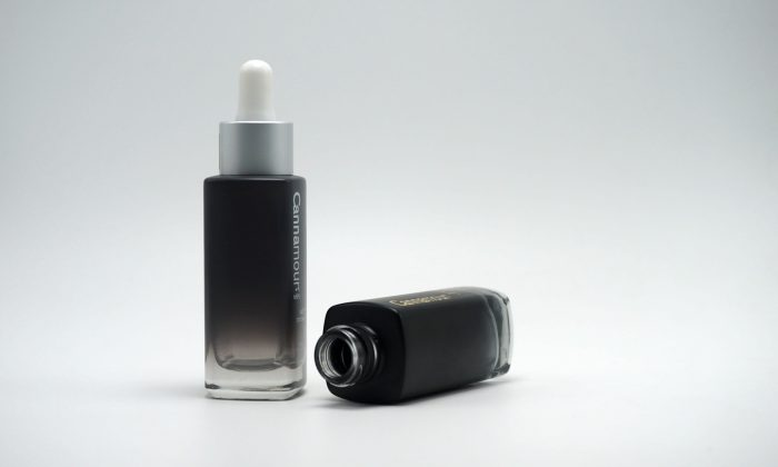 glass primary cosmetic packaging supplier in China offers standard cosmetic containers and closures for cosmetics and skin care.